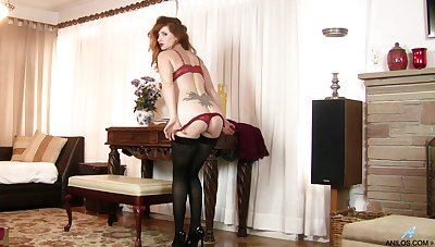 Solo redhead model Amber Dawn spreads will not hear of limbs to masturbate