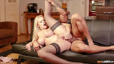 Cougar feels entire cock smashing her pink pussy