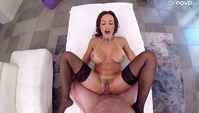 Milf suits her trimmed pussy anent a very generous dick
