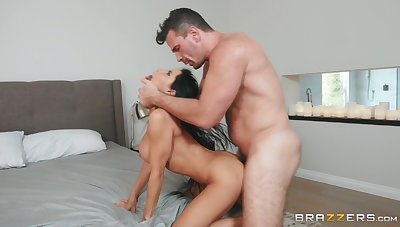 A real awe be beneficial to this busty woman to deal such a nervous dick
