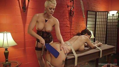 Moaning Syren De Mer enjoys getting pleasured by Holly Heart