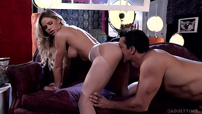 Enlivened making out for beautiful blonde MILF Jessa Rhodes
