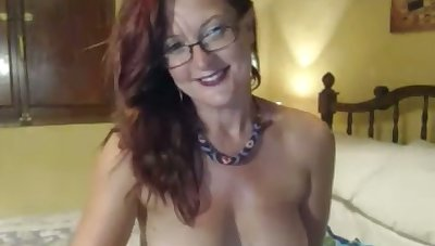 This rhetorical webcam slut needs hardly any concept and neither does her tits