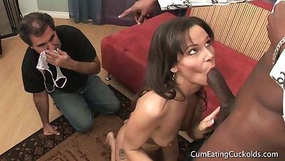 CumeatingCuckolds - Yren De Mer Does Some Husband Train