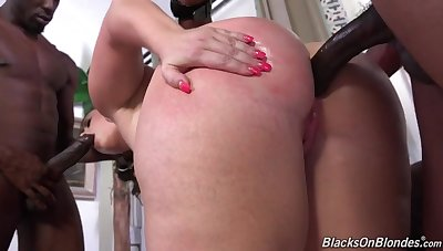 Mommy broad in the beam ass interracial threesome DP