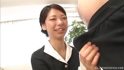 Asian amateur Sakurai Mika drops on their way knees close by suck a dick