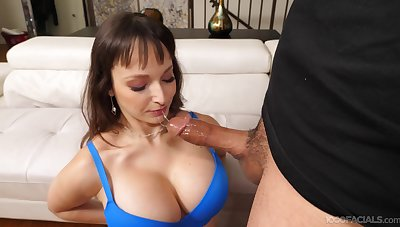 Blarney hungry mature Lexi Luna drops on their way knees to give a blowjob
